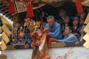 "The Hōka Boko doll ""performing"" its dance."