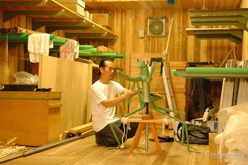 toro tourou yama buraku praying mantis marionette puppeteer tamaya shobei gion festival kyoto japan