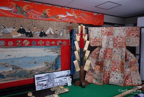 urade yama kimono textile amano hashidate 36 immportal poets gion festival kyoto japan
