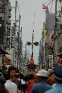naginata-boko-in-July-17-procession-crowds